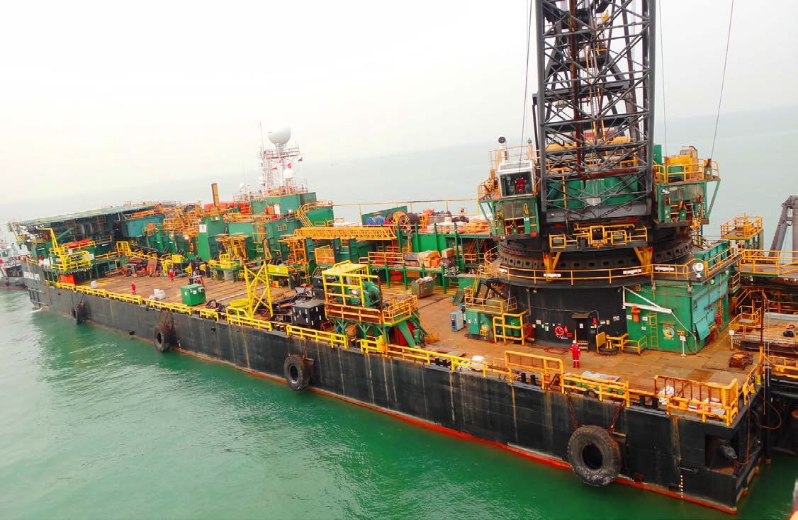 Derrick Pipelay Barge For Sale File-0211